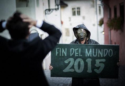 Cartel que anuncia el fin del mundo en el 2015