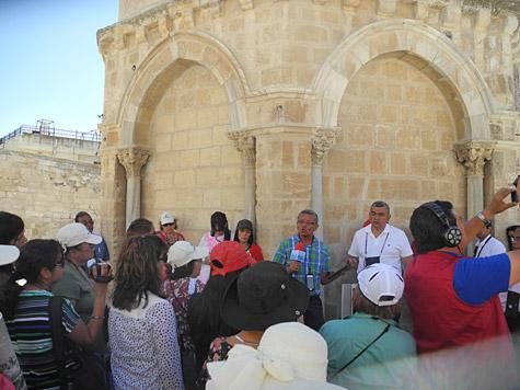 Dr. Antonio compartiendo en Israel